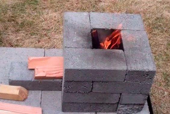 estufa rocket De ladrillos y cemento
